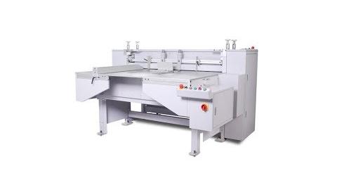 Модель ST086 Процесс разрезания картона на узкие и длинные части