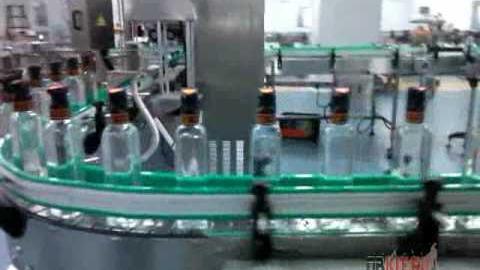 Нанесение этикетки на горлышко бутылки