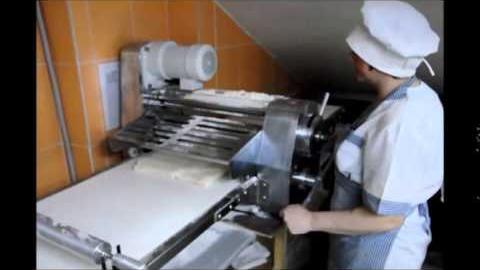 Работа тестораскаточной машины Omega на производстве